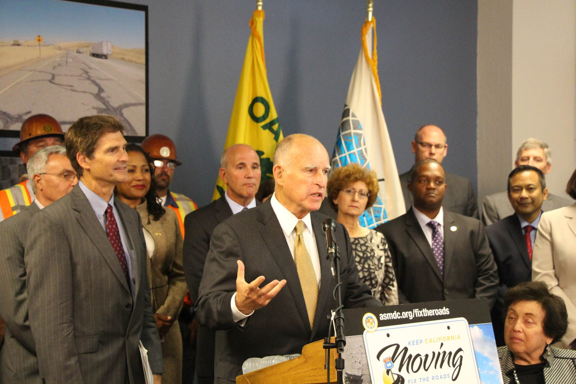 Governor Brown urges bipartisan support to fund road repairs at a news conference at the port of Oakland. (Photo: John Perry/Port of Oakland)