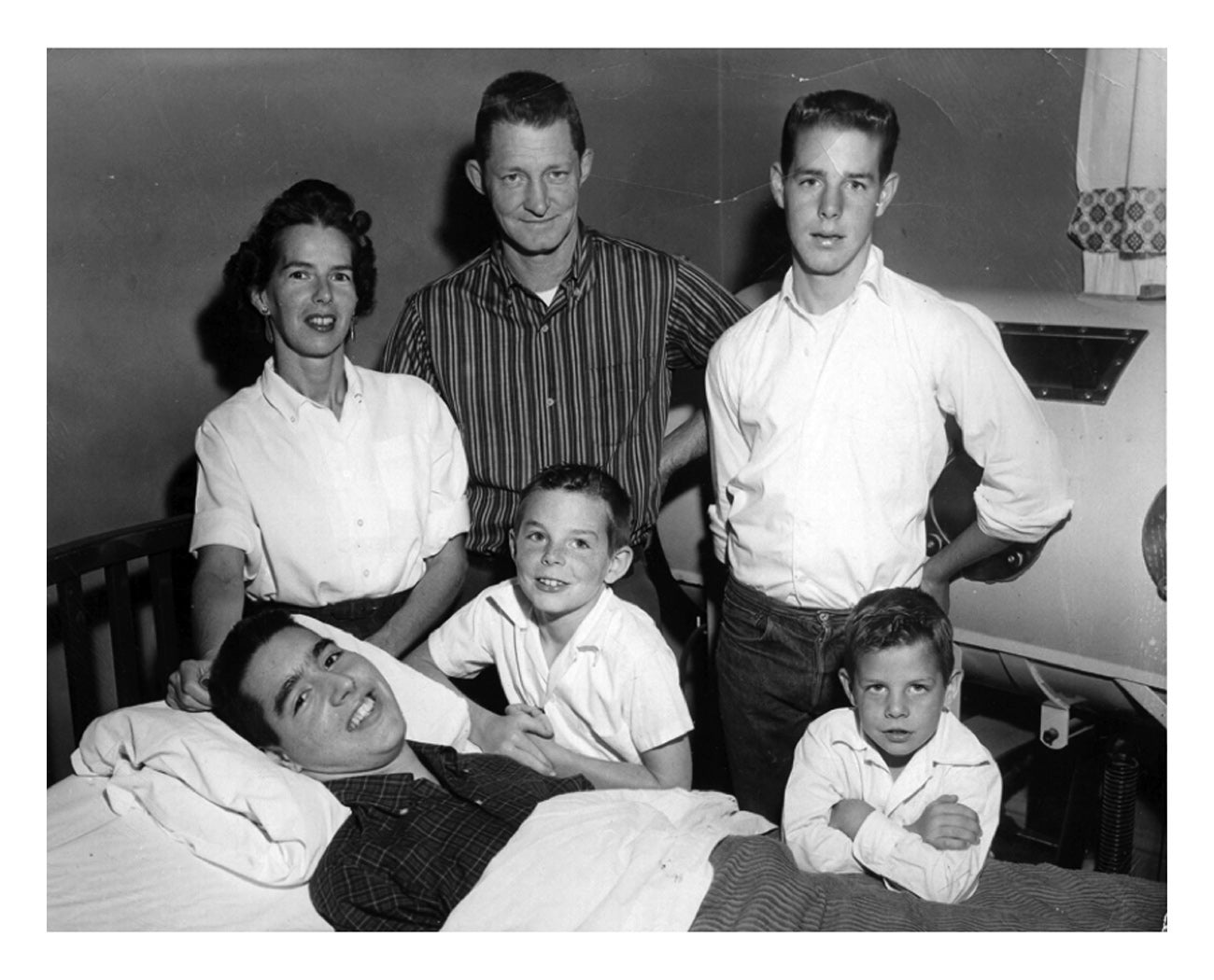 The entire Roberts family contracts polio, but only Ed is hit severely. Zona, Verne, Ron, Mark, Randy and Ed.