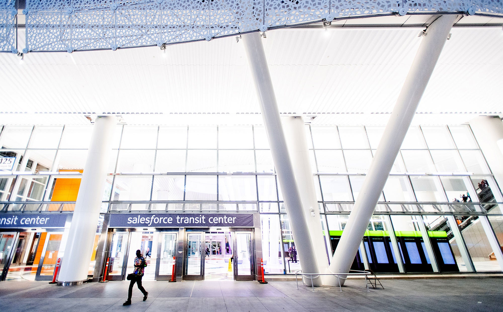 Salesforce Transit Center: Opening Day of AC Transit Service