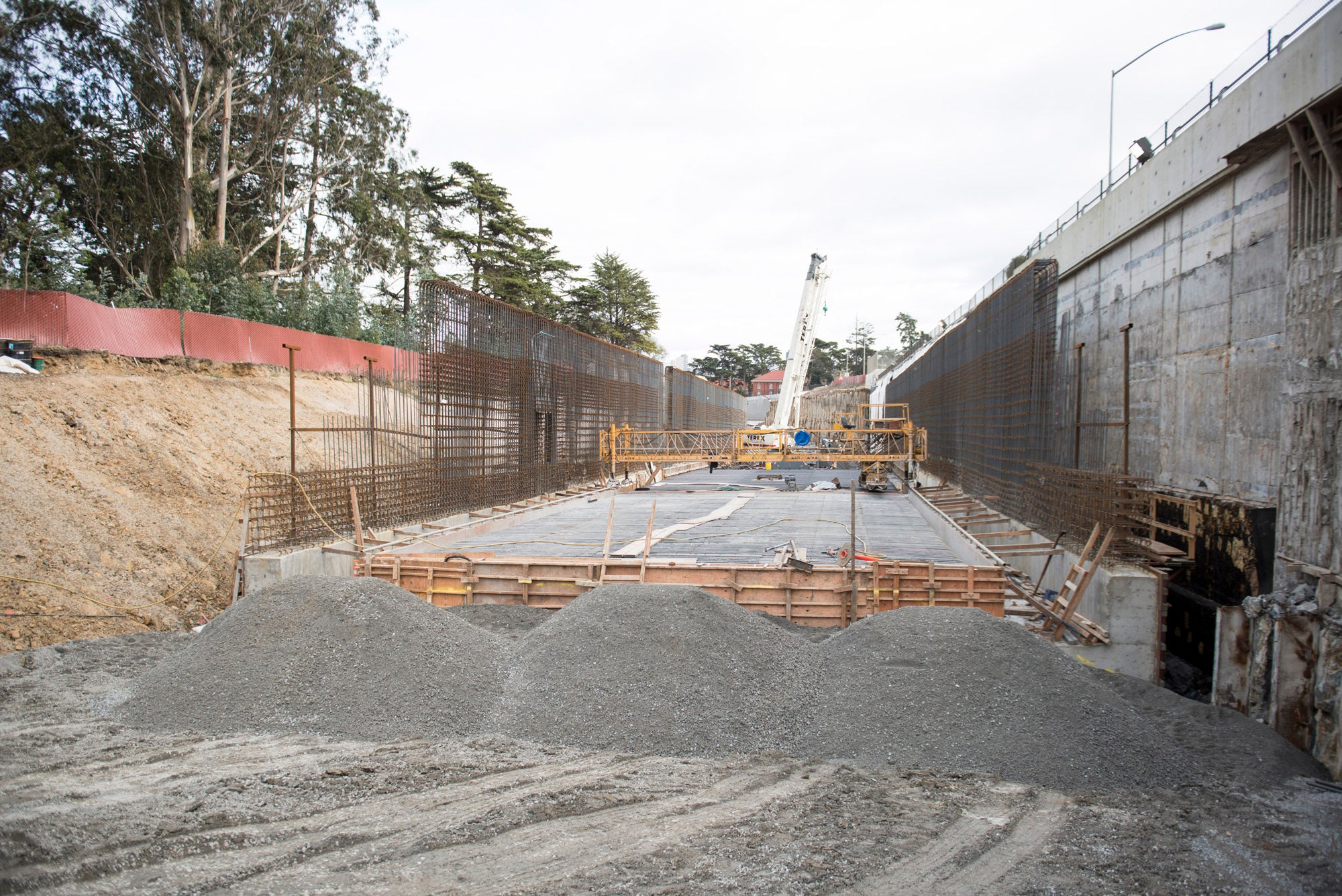 Work on all of the Presidio Parkway's tunnels is occuring simultaneously.