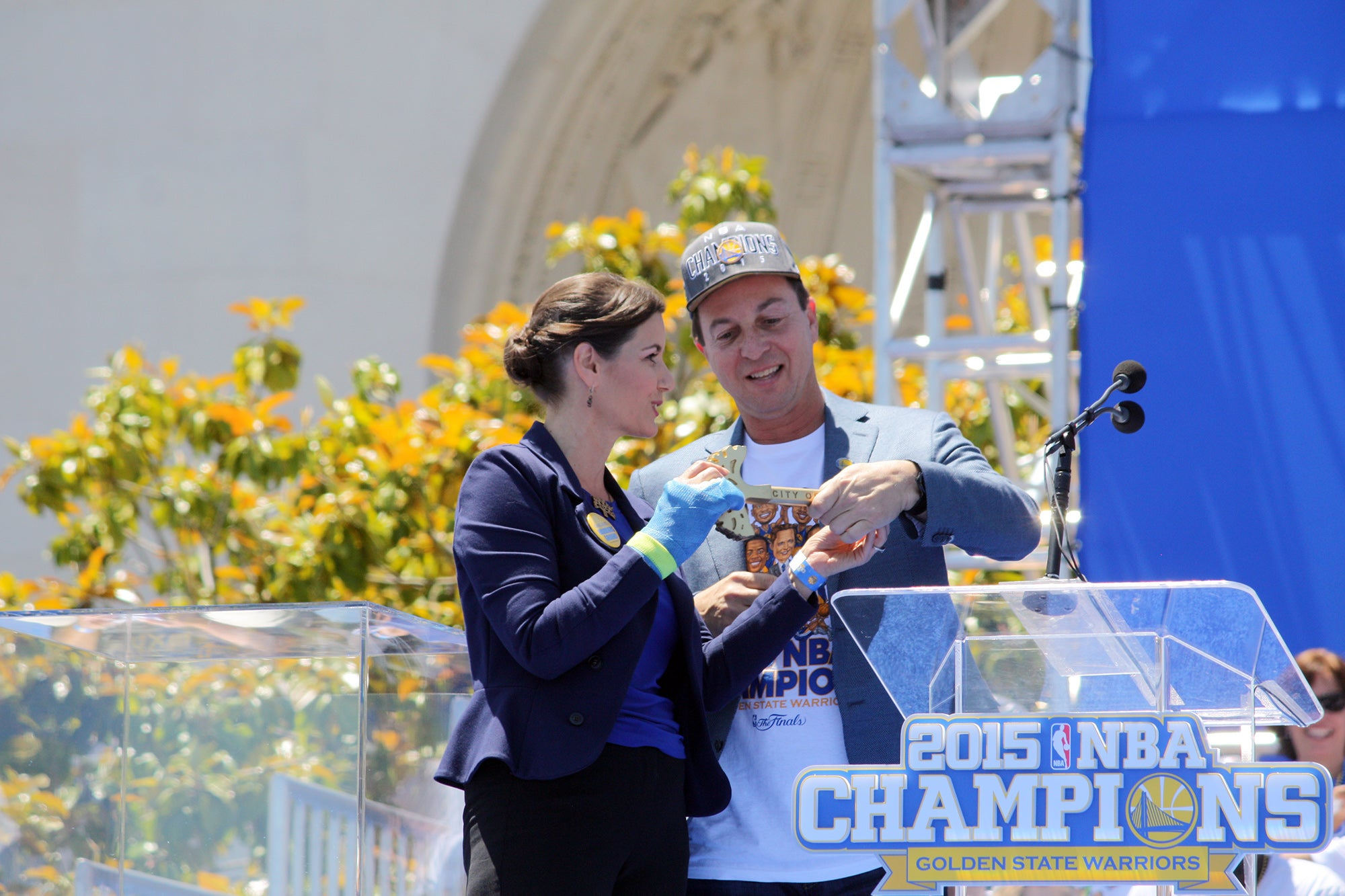 A highlight of the festivities was when Oakland Mayor Schaaf presented a key to her city to Warriors owner Joe Lacob.