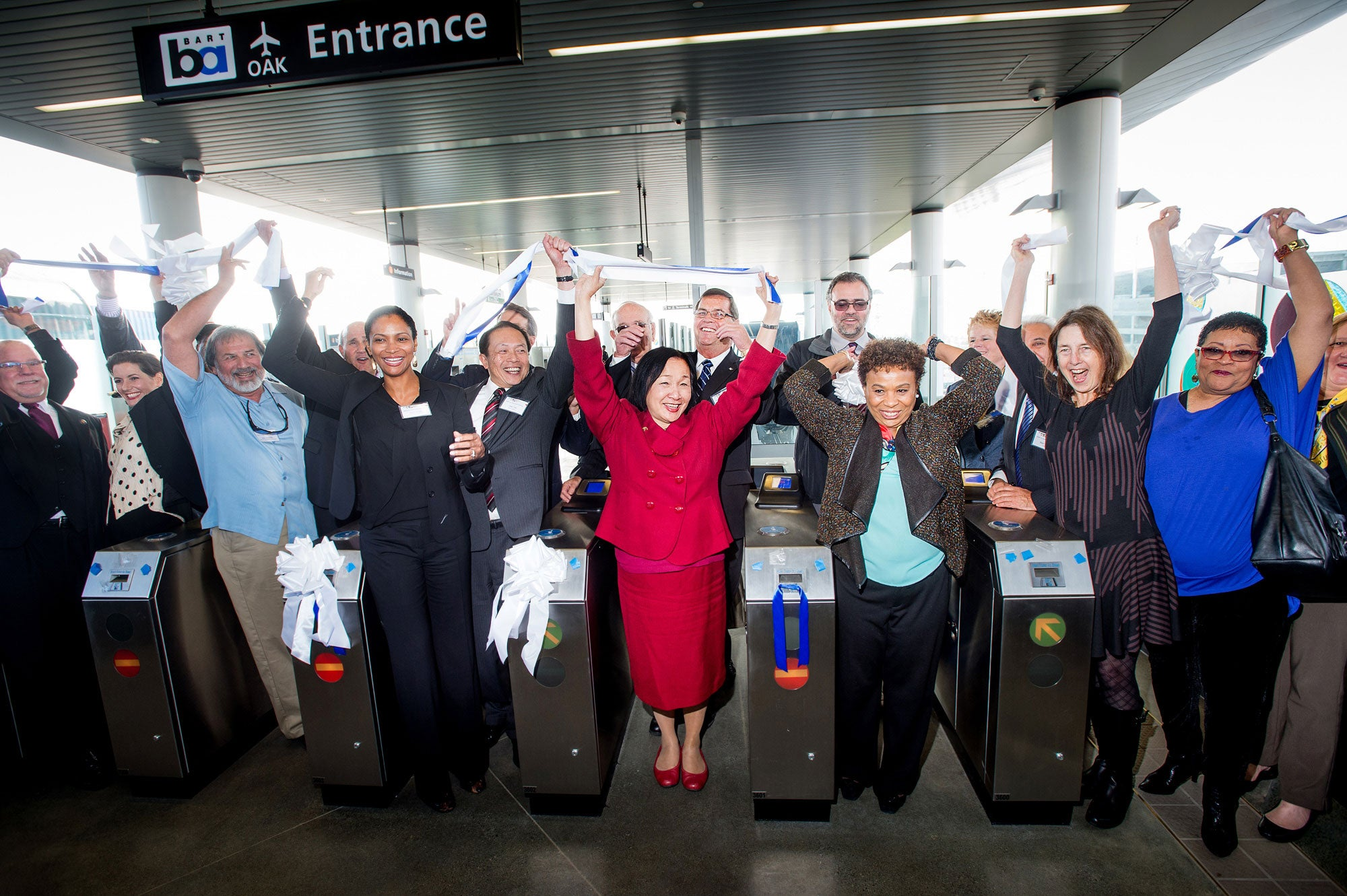 Oakland Airport Connector opens for business